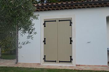 Installation Portes Dans Les AlpesMaritimes Installation De - Volet bois porte fenetre